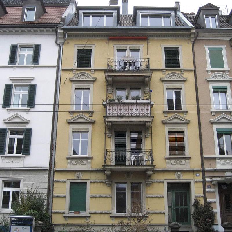 Sanierung Mehrfamilienhaus in Zürich Wipkingen, Strassenfassade vorher