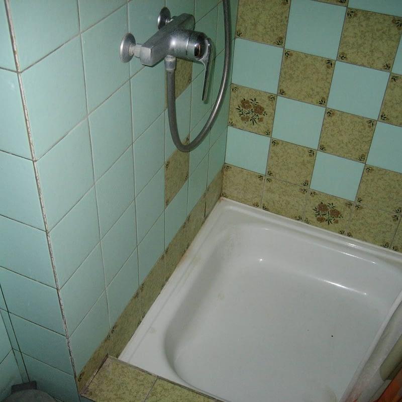 Sanierung Mehrfamilienhaus in Zürich Wipkingen, Dusche vorher