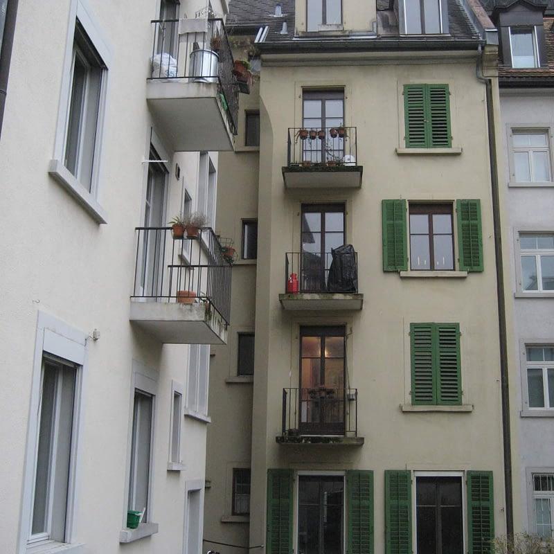 Sanierung Mehrfamilienhaus in Zürich Wipkingen, Hoffassade vorher