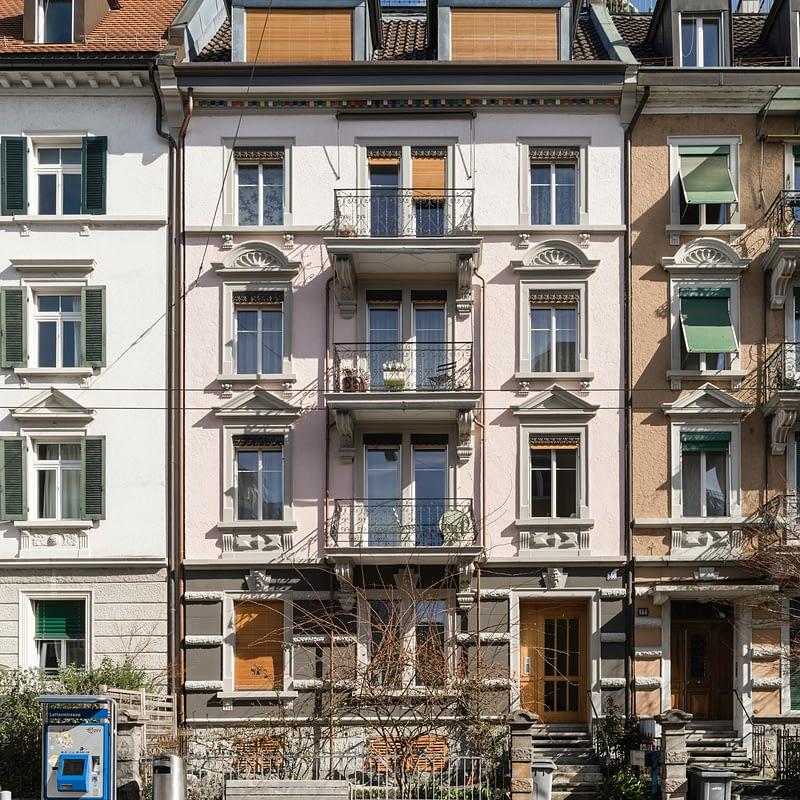 Sanierung Mehrfamilienhaus in Zürich Wipkingen, Strassenfassade